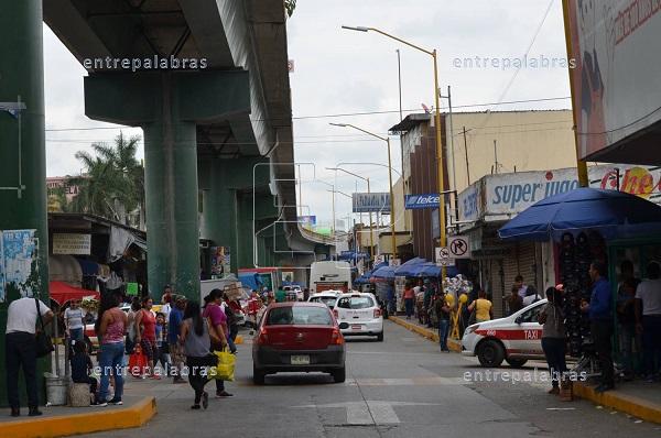 Taxis y ambulantes en el centro